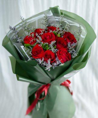 ช่อดอกกุหลาบสีแดงช่อใหญ่