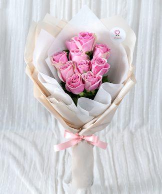 ช่อดอกุหลาบสีชมพูสดใส