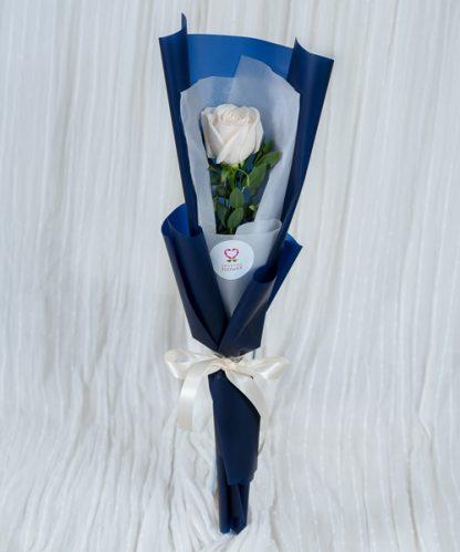 ดอกกุหลาบสีขาวแทนหัวใจ
