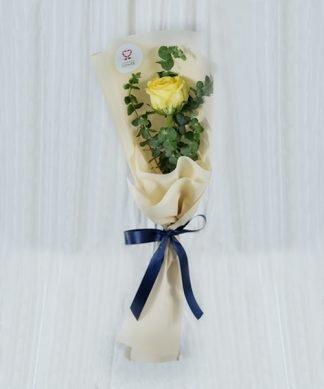 ดอกกุหลาบสีเหลืองแทนคำรัก