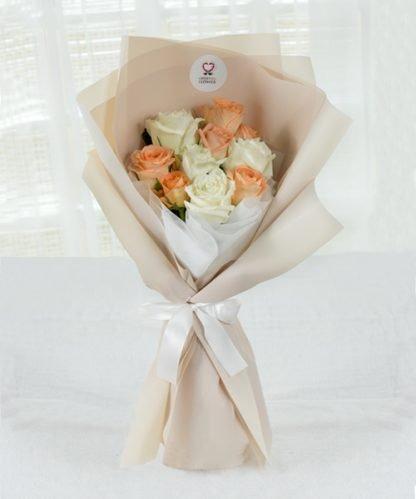 ช่อดอกกุหลาบสีสันสดใส