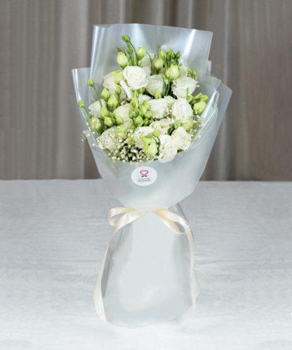 ช่อดอกไลเซนทัสสีขาว