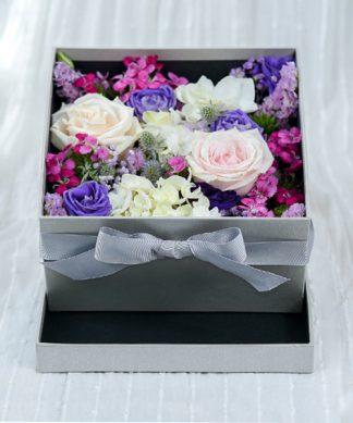 กล่องดอกไม้จัดแต่งโทนสีม่วง