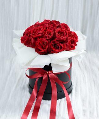 กล่องดอกกุหลาบสีแดงสด
