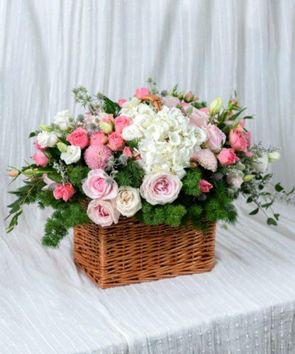 กระเช้าดอกไม้จัดแต่งโทนสีชมพู