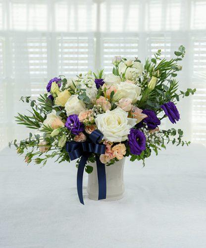 แจกันดอกไม้จัดแต่งสวยงาม