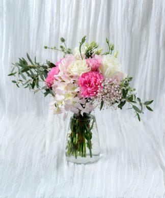 แจกันดอกไม้จัดแต่งโทนสีชมพู