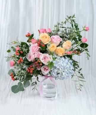 แจกันดอกไม้จัดแต่งหลากสี