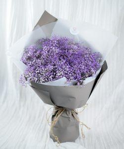 ช่อดอกไม้สด จัดด้วยดอกยิปซีสีม่วงทั้งช่อ สวยสไตล์มินิมอล