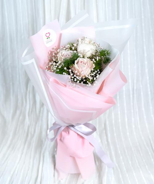 ดอกกุหลาบ 3 ดอก ให้ในวาเลนไทน์ ความหมายดี