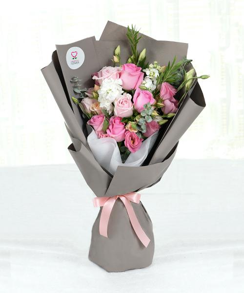 ดอกกุหลาบช่อโตให้ในวาเลนไทน์เพื่อบอกรัก