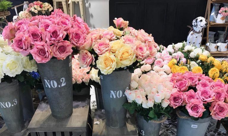 วาเลนไทน์กับดอกกุหลาบสวย ๆ ให้คนรัก