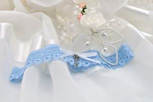 สายรัดถุงน่องสีฟ้าของเจ้าสาว