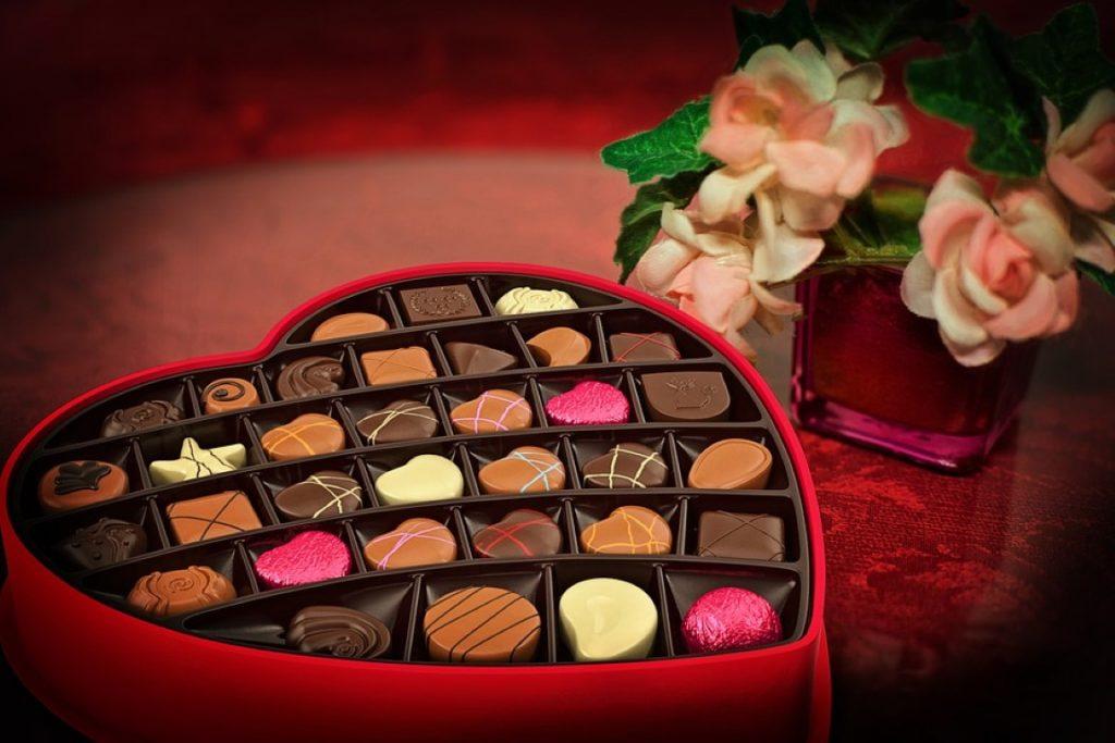 ช็อคโกแล็ตในกล่องรูปหัวใจ