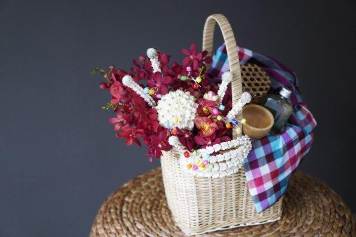 กระเช้าดอกไม้ (แบบไทยModern) + เซตน้ำอบ