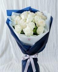 ช่อดอกกุหลาบขาวคลาสสิก