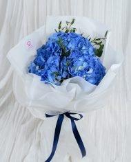 ดอกไฮเดรนเยีย ห่อกระดาษขาวและผูกริบบิ้น
