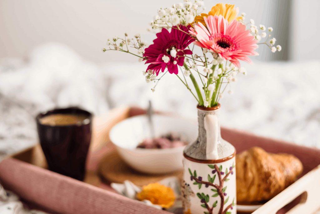 ดอกเยอบีร่าถูกจัดอยู่ในแจกัน