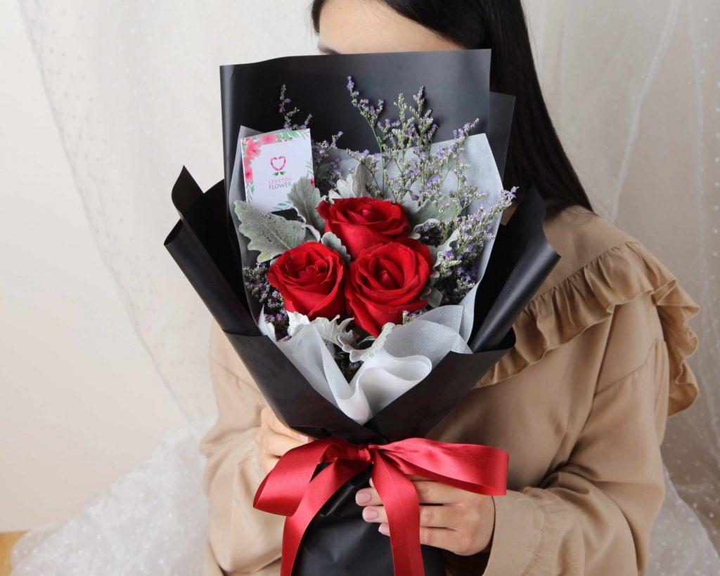 ช่อดอกกุหลาบแดง รหัส A223 ร้าน LoveYouFlower