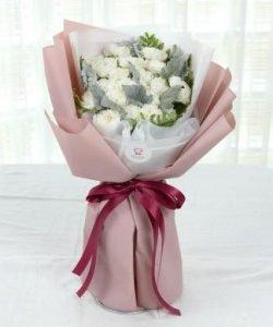 ช่อดอกคาร์เนชันสีขาว