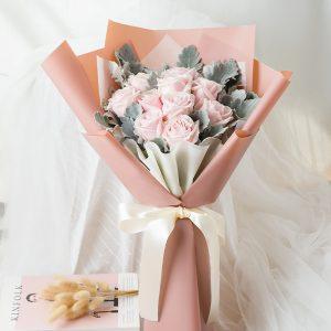 ช่อดอกกุหลาบสีชมพูอ่อน 10 ดอก